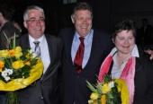 Die beiden Wahlsieger Falk Heinrichs und Tanja Wagener zusammen mit dem SPD Unterbezirksvorsitzenden und MdB Willi Brase