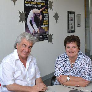 SPD-Landtagsabgeordnete Tanja Wagener (r.) informierte sich jetzt in einem Gespräch mit Kulturreferent Wolfgang Suttner (l.) über die umfangreichen kulturellen Aktivitäten des Kreises Siegen-Wittgenstein.