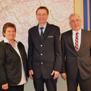 Die SPD-Landtagsabgeordneten Tanja Wagener (l.) und Falk Heinrichs (r.) trafen sich jetzt mit Polizeidirektor Franz-Josef Hahmann (M.) von der Kreispolizeibehörde Siegen-Wittgenstein zu einem intensiven Meinungsaustausch.