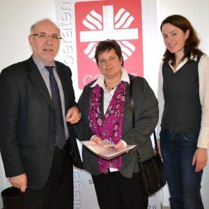 Tanja Wagener (Mitte), heimische SPD-Landtagsabgeordnete, besuchte den Caritasverband Siegen-Wittgenstein. Ihre Gesprächspartner waren Geschäftsführer Thomas Griffig (l.) und seine Assistentin Barbara Köberlein (r.)