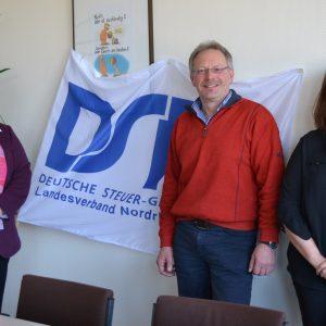 Die SPD-Landtagsabgeordnete Tanja Wagener (l.) informierte sich jetzt in einem Gespräch mit dem Ortsverbandsvorstand Siegen der Deutschen Steuer-Gewerkschaft; ihre Gesprächspartner waren u.a. Vorsitzender Roland Six und Vorstandsmitglied Bettina de Rooy