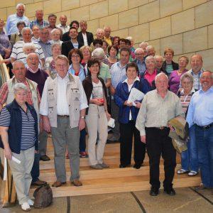 """Auf Einladung der Abgeordneten Tanja Wagener (MdL) besuchten zahlreiche Mitglieder der KAB """"Heilig-Kreuz"""" sowie der kfd """"St. Joseph"""" den Landtag in Düsseldorf."""