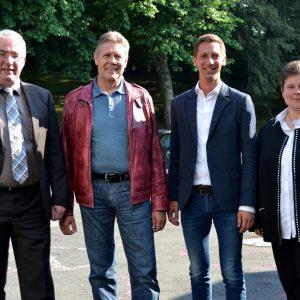 Falk Heinrichs (l.), Willi Brase (2.v.l.) und Tanja Wagener (r.) sicherten dem neu gewählten Landrat Andreas Müller (2.v.r.) nach einer Sitzung des SPD-Unterbezirksvorstands ihre volle Unterstützung zu.