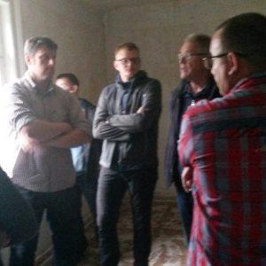 Die SPD Fraktion bei der Besichtigung möglicher neuer Räume zur Anschlussbetreuung