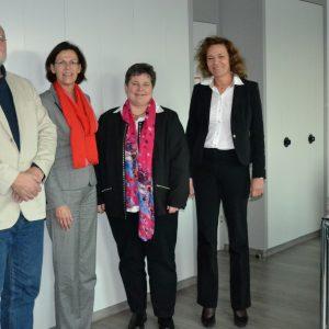 Tanja Wagener (2.v.r.) besuchte die Justiz in Siegen; ihre Gesprächspartner/innen waren Amtsgerichtsdirektor Dr. Paul Springer, die Leitende Oberstaatsanwältin Dr. Annegret Heymann und Landgerichtspräsidentin Dagmar Lange (übrige Personen v.l.n.r.).