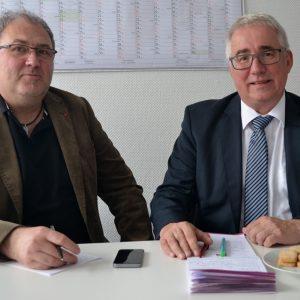 Der heimische SPD-Landtagsabgeordnete Falk Heinrichs (r.) und Ingo Degenhardt, Geschäftsführer der DGB-Region Südwestfalen, führten jetzt in Siegen ein gemeinsames Gespräch.