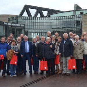 Im Landtag NRW begrüßte Falk Heinrichs (SPD-MdL) jetzt u.a. Mitglieder des Bürgerbusvereins und der Feuerwehr aus Erndtebrück.