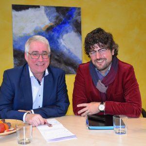 Zu einem gemeinsamen Gespräch traf Falk Heinrichs (l.) in Siegen mit Dr. Andreas M. Neumann, dem Geschäftsführer des AWO-Kreisverbands Siegen-Wittgenstein/Olpe, zusammen.