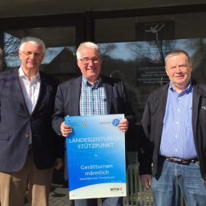 Reimund Spies, Präsident der Siegerländer Kunstturnvereinigung (SKV), Landtagsabgeordneter Falk Heinrichs und Horst-Walter Eckhardt, Vorstandsmitglied der SKV (v.l.n.r.).