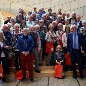 Im Düsseldorfer Landtag begrüßte Falk Heinrichs (SPD-MdL) jetzt zahlreiche Gäste aus Kreuztal und Netphen.