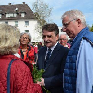 Bei einem Besuch in Kreuztal betonte NRW-Verkehrsminister Michael Groschek, dass die 'Route 57' nicht mehr aufzuhalten sei. Erster Schritt werde der Bau der Südumgehung Kreuztal sein, der Planungszug auch für die übrigen Ortsumgehungen rolle bereits.